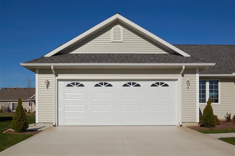 Raised panel 4283 ottawa garage door systems for Evergreen garage doors and service